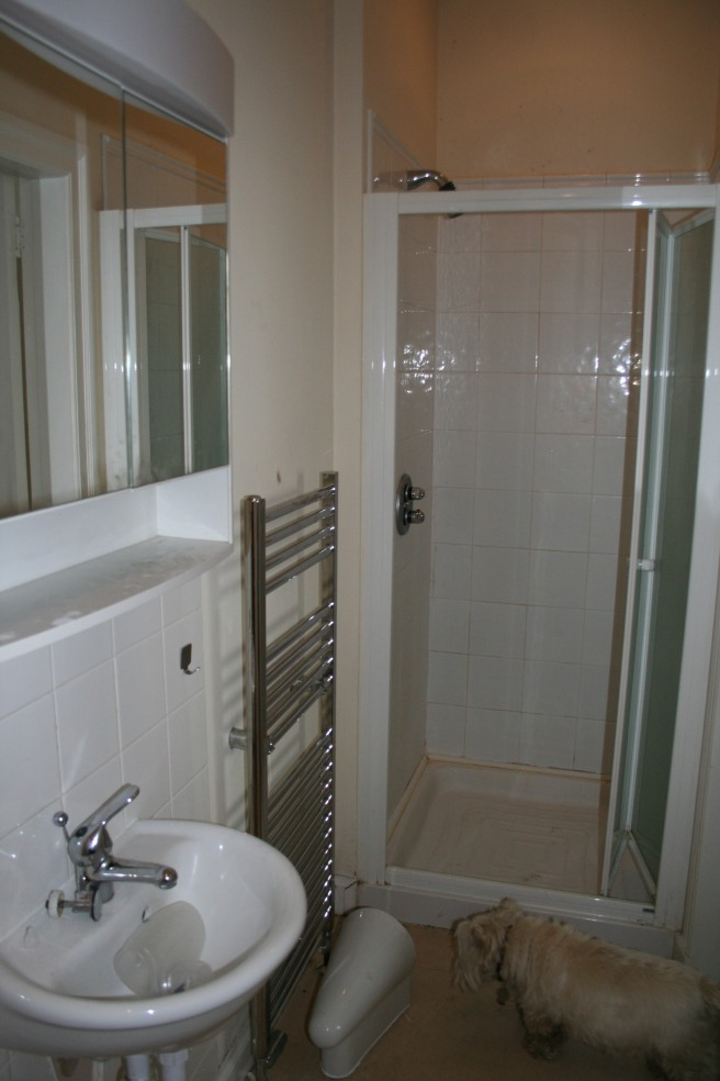 ensuite to right