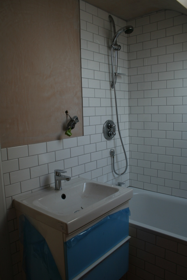 the shower and sink upstairs